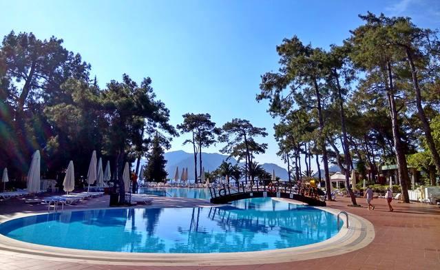 главный бассейн отеля Grand Yazici Club Turban