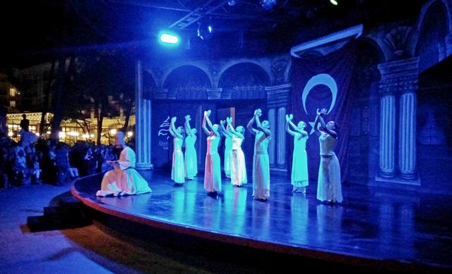 вечерние представления в отеле Клуб Турбан