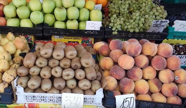 цены на фрукты на рынке в Болгарии