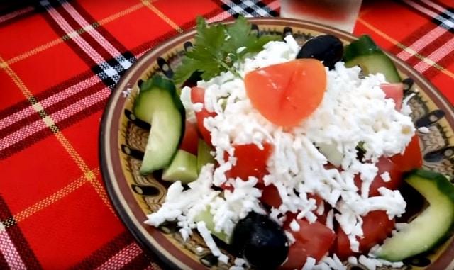 сколько стоит поесть в Болгарии